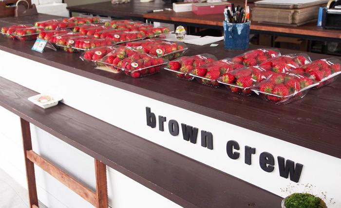 browncrewのいちごをお土産に。